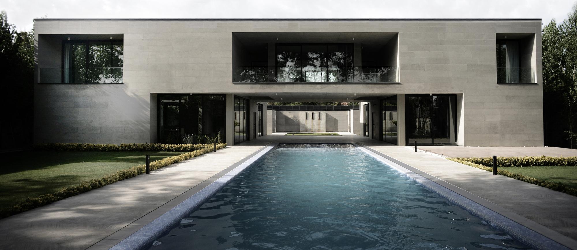 Villa-Safadasht / Kamran Heirati Architects