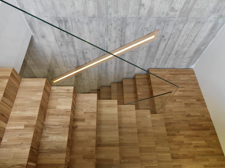 Casa concreto ruben muedra estudio de arquitectura for Escaleras en forma de u
