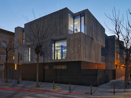 Residência Concreto  / Ruben Muedra Estudio de Arquitectura