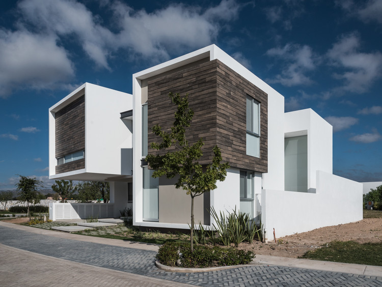 R p house adi arquitectura y dise o interior archdaily for Arquitectura y diseno