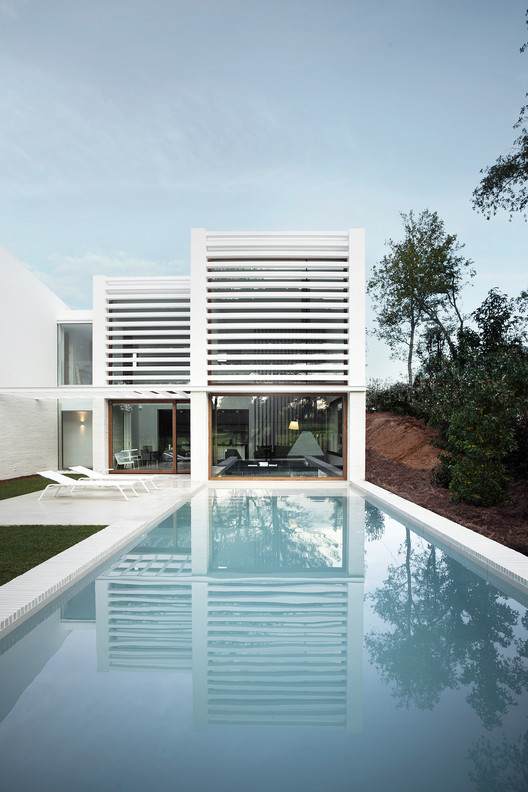 Showvila La Pineda / Jaime Prous Architects, © Roger Casas