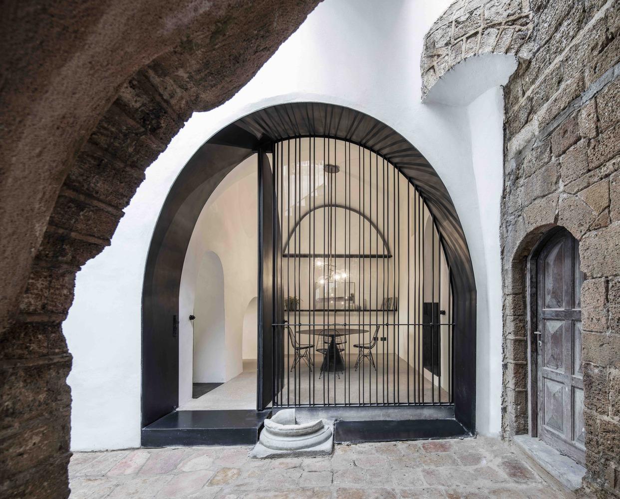 Modern Cave / Pitsou Kedem Architects