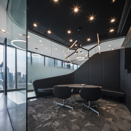 mercedes benz thailand headquarters pbm archdaily. Black Bedroom Furniture Sets. Home Design Ideas