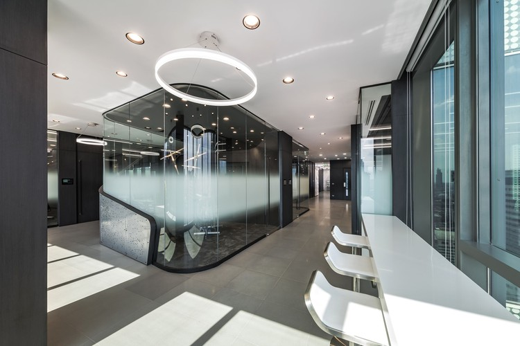 Mercedes benz thailand headquarters pbm archdaily for Mercedes benz office