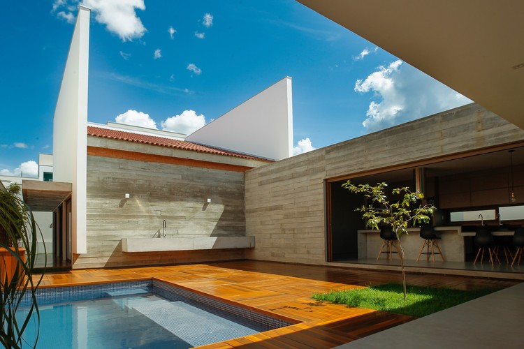 Casa Cuiabá  / Allouchie Arquitetos, © Thiago Cesar