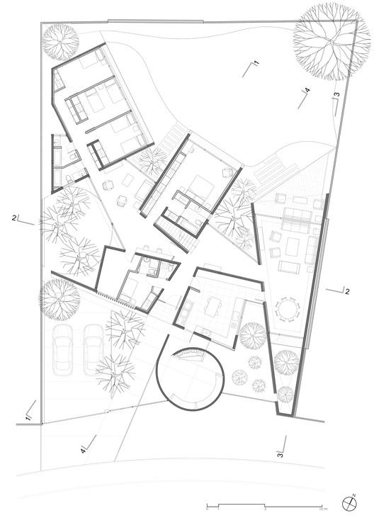 House between Courtyards / Enrique Browne + Tomás Swett