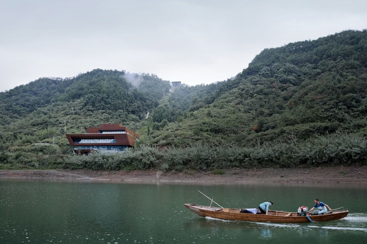 Qiandao Lake Cable Car Station / Archi-Union Architects, © Su Shengliang, Lin Bian