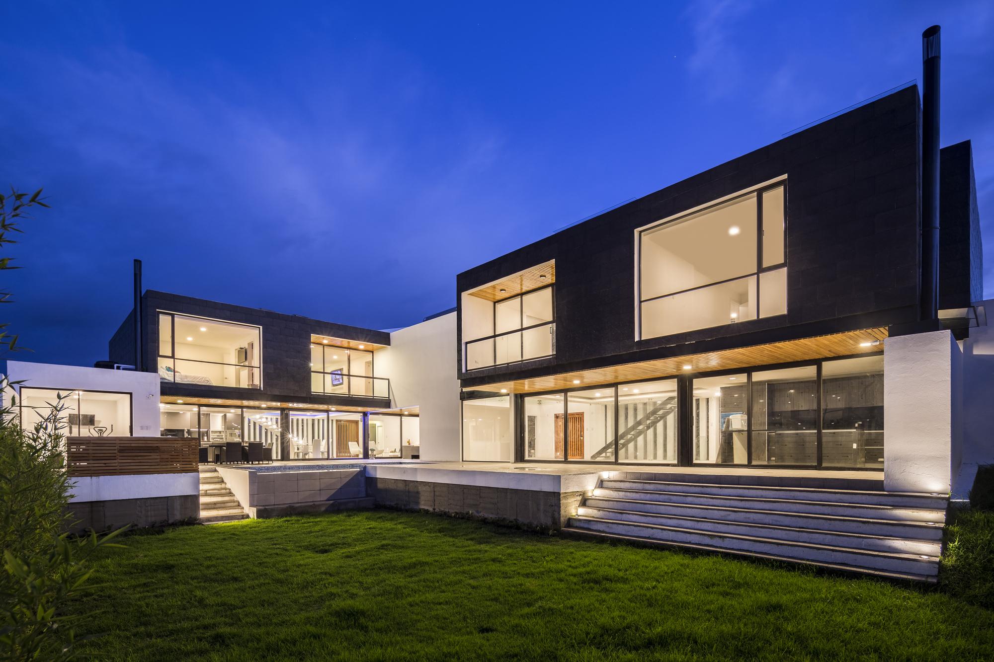 Chiviquí Houses / Bernardo Bustamante