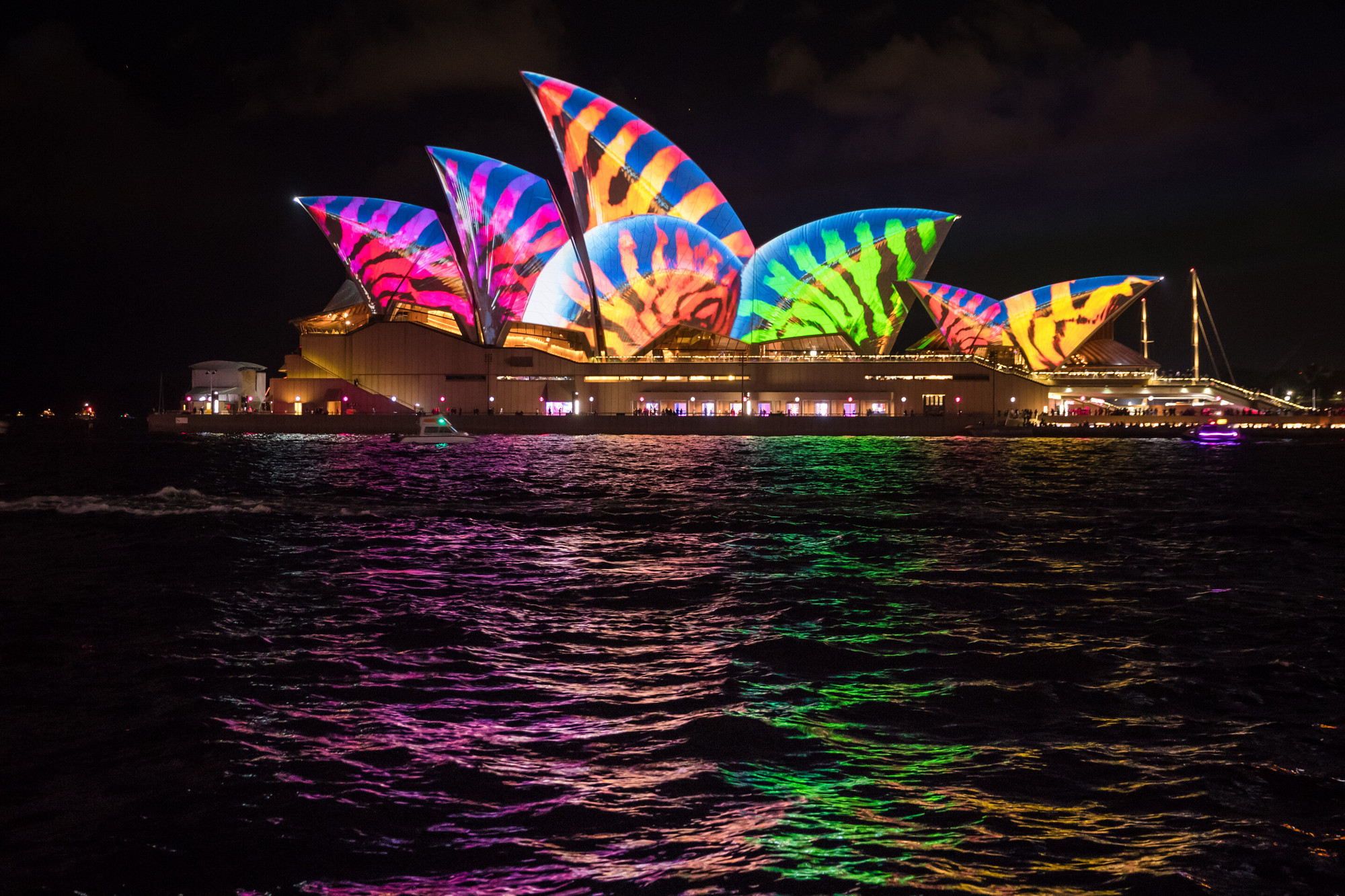 The Sydney Opera House Comes To Life (Literally) With Vivid Sydney Light  Show | ArchDaily