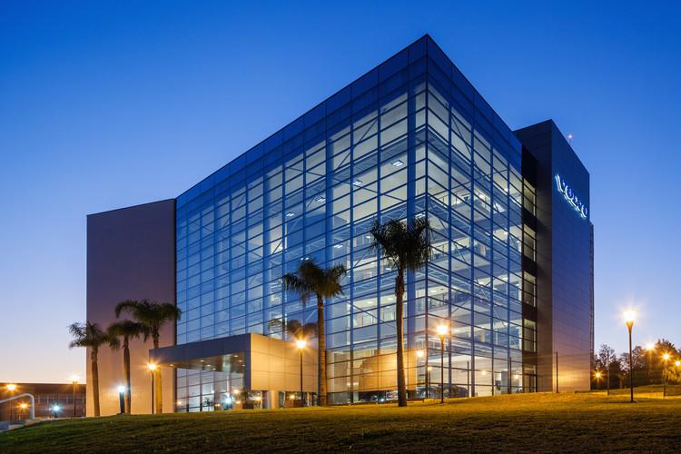 Sede Administrativa VOLVO / Manoel Coelho Arquitetura e Design, ©  Nelson Kon