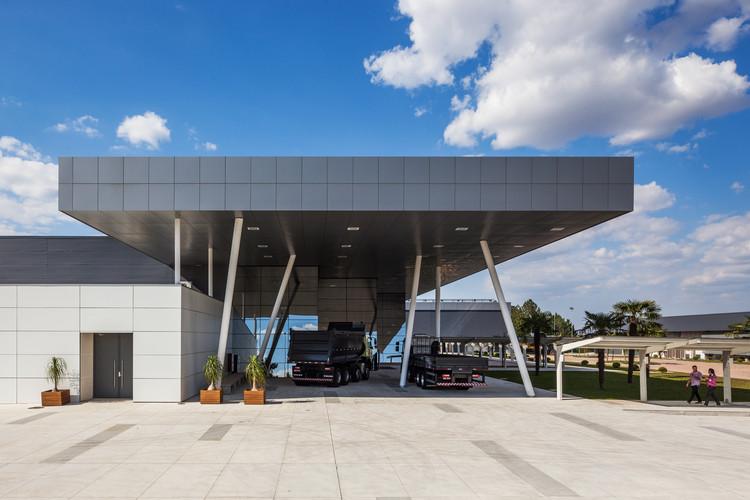 Centro de Treinamento e Atendimento ao Cliente VOLVO / Manoel Coelho Arquitetura e Design, ©  Nelson Kon