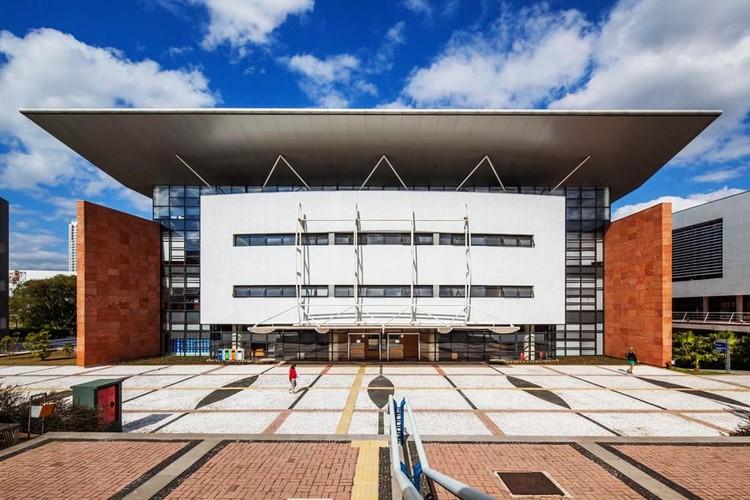 Biblioteca Central Universidade Positivo / Manoel Coelho Arquitetura e Design, © Nelson Kon