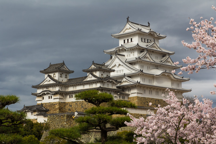 "AD Classics: Himeji Castle / Ikeda Terumasa, The white plaster walls and sweeping terraces of Himeji-jo inspire its other name, ""Castle of the White Heron."" . ImageCourtesy of Wikimedia user Oren Rozen (licensed under CC BY-SA 4.0)"