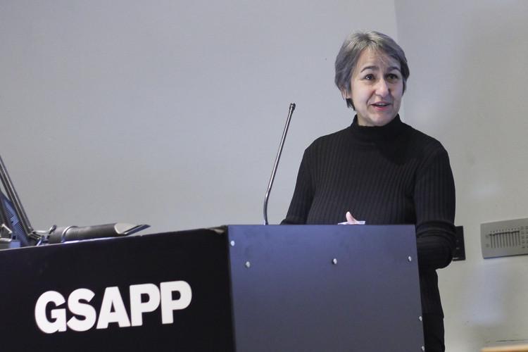 Anne Lacaton: 'No deberíamos diferenciar entre diseños para ricos y diseños para pobres', Anne Lacaton en Columbia GSAPP en 2013. Image © Columbia GSAPP [Flickr], bajo licencia CC BY 2.0