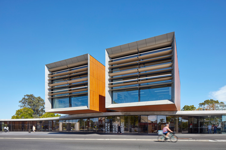Frank Bartlett Memorial Library and Moe Service Centre / fjmt, © Nick Doolan