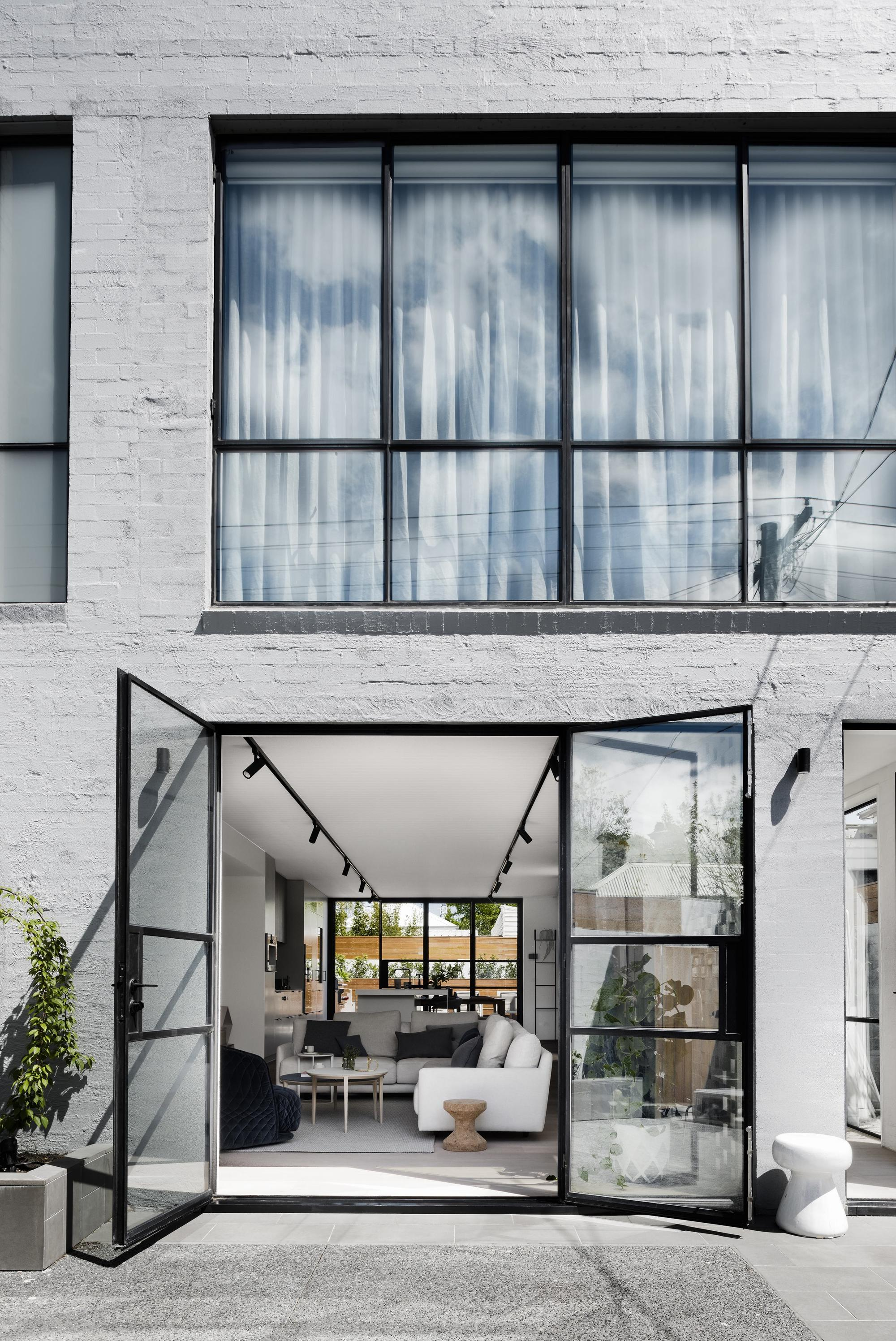 Interior Design Of Living Room With Balcony: Bell Street House / Techne Architecture + Interior Design