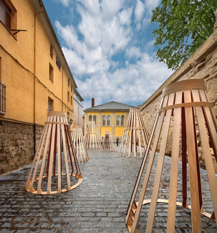 Desde Singapur, DP Architects intervino Logroño con su propia visión de los vinos de La Rioja