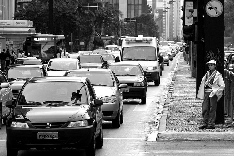 Carros levam 30% dos passageiros, mas correspondem a 73% da poluição atmosférica, ©  R. Motti via Visualhunt /  CC BY-NC-SA