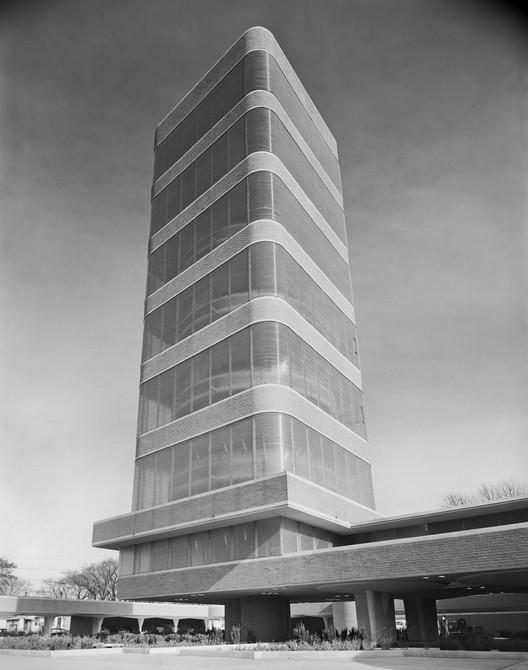 Clássicos da Arquitetura: Torre de Pesquisas SC Johnson Wax / Frank Lloyd Wright, © Ezra Stoller/Esto