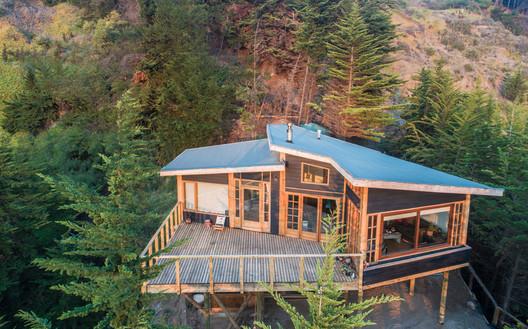 Casa en la punta del cerro / Lotecircular
