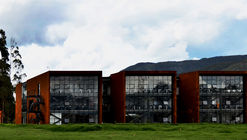 "Laboratory Building "" I "" / AGRA Anzellini Garcia-Reyes Arquitectos"