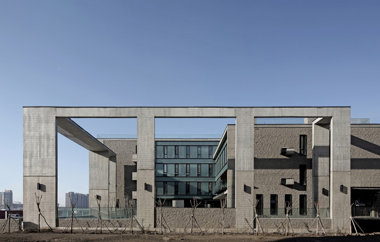 Architecture Building of Inner Mongolia University of Technology / Inner Mongolia Grand Architectural Design Co.Ltd., 东立面. Image Courtesy of Courtesy of Inner Mongolia Grand Architectural Design Co.Ltd.