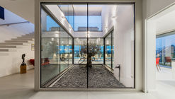 Transparent Solutions / Tóth Project Architect Office