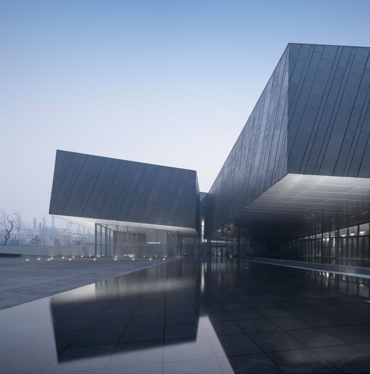 The Exhibition Hall of Crime Evidences in Harbin / Architectural Design & Research Institute of SCUT, Building entrance. Image © Yao li
