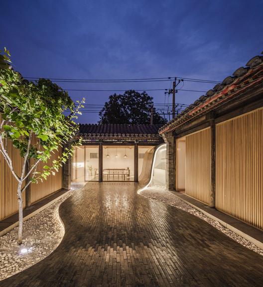 Vista nocturna patio. Imagen © Wang Ning, Jin Weiqi