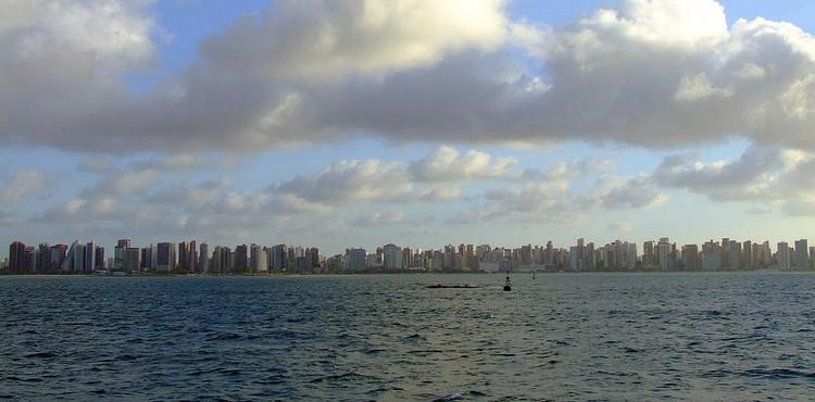 Fortaleza no caminho certo da mobilidade urbana , Silhueta de Fortaleza-CE. Image © A. Duarte, via Flickr. Licença CC BY-SA 2.0