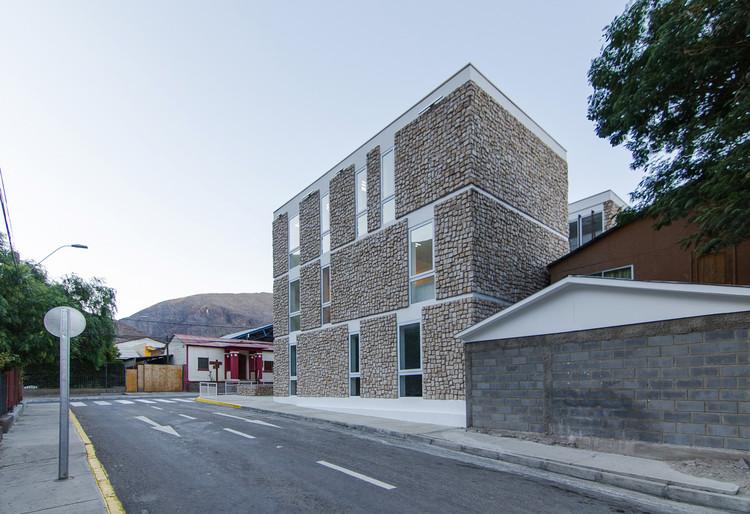 Edifício Consistorial Alto del Carmen / Espiral + Iglesis-Prat Arquitectos, Cortesia de Espiral