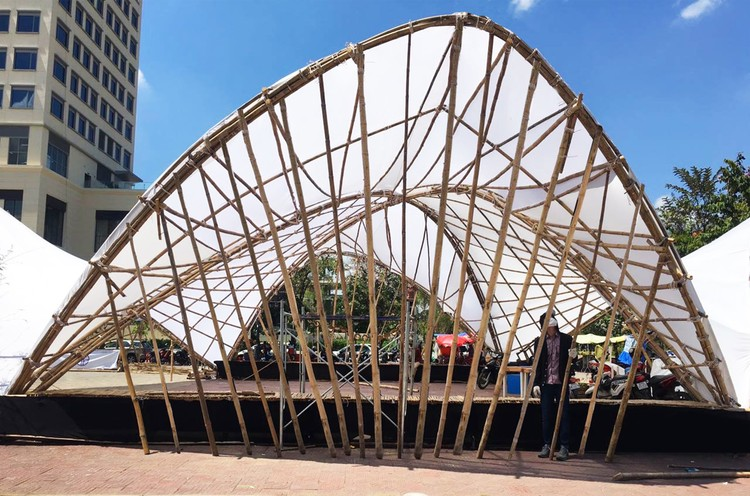 Bamboo Showcases its Flexibility in Hyperbolic Pavillion, Courtesy of Building Trust International
