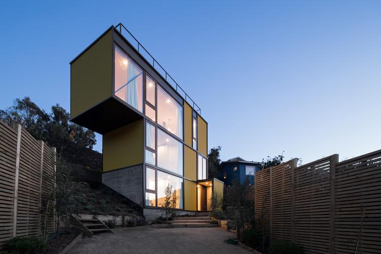 Yellow House / Aguilo & Pedraza Arquitectos, © Nico Saieh