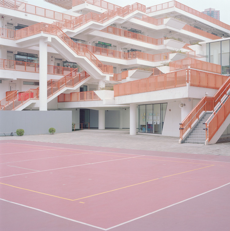 The Beauty of Everyday Life: Ward Robert's Courts, Courts 01. Image © Ward Roberts