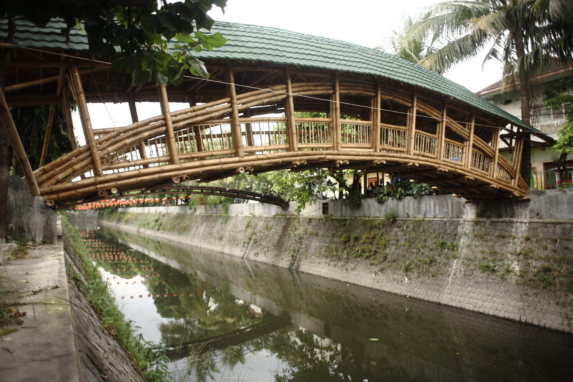 Puente de Bambú en Indonesia