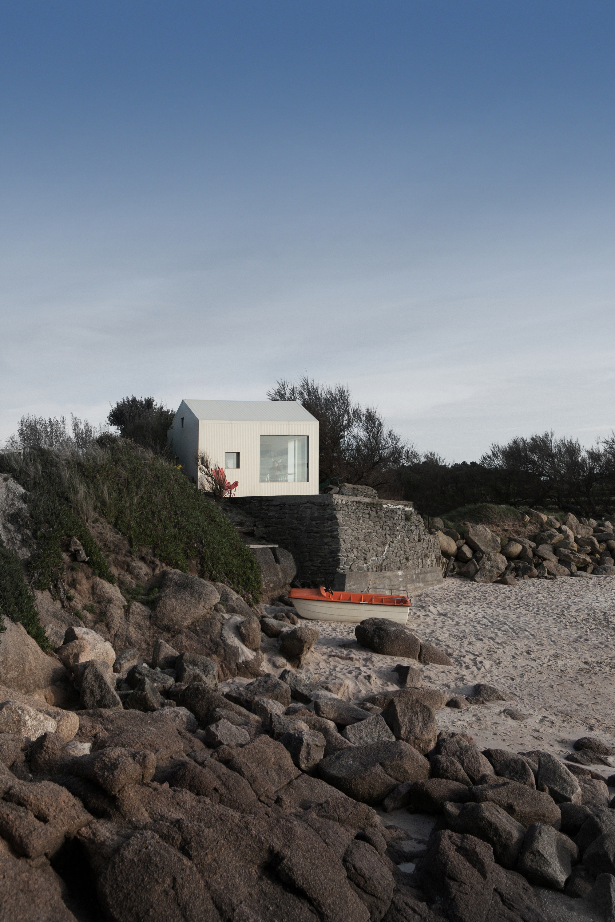 Viking Seaside Summer House / FREAKS Architecture