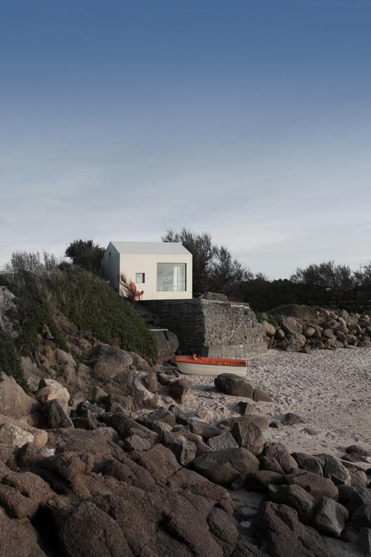 Casa de Verão da Costa Viking / FREAKS Architecture, © Jules Couartou