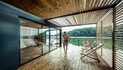 DOC - Temporary Floating House / Lime Studio