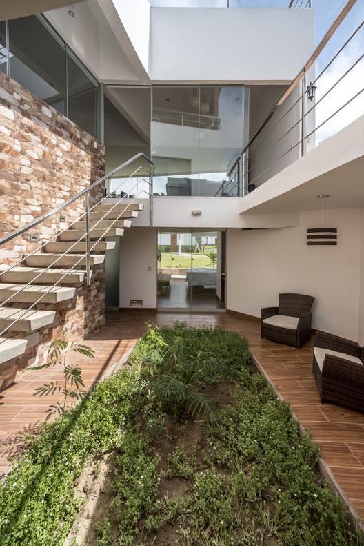 Slash House / Conrad San Roman Flores, © Renzo Rebagliati