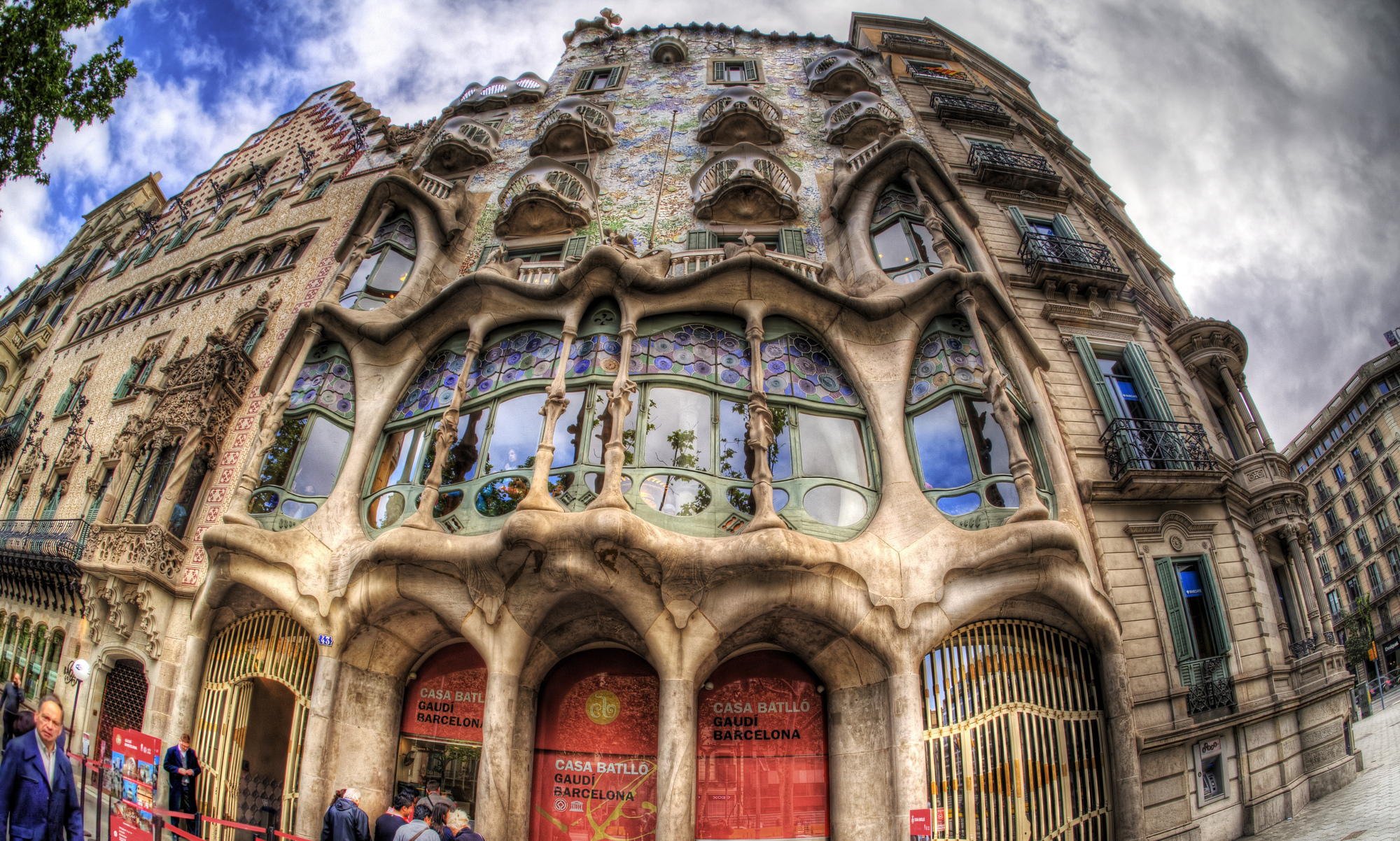 10 must see gaudí buildings in barcelona archdaily