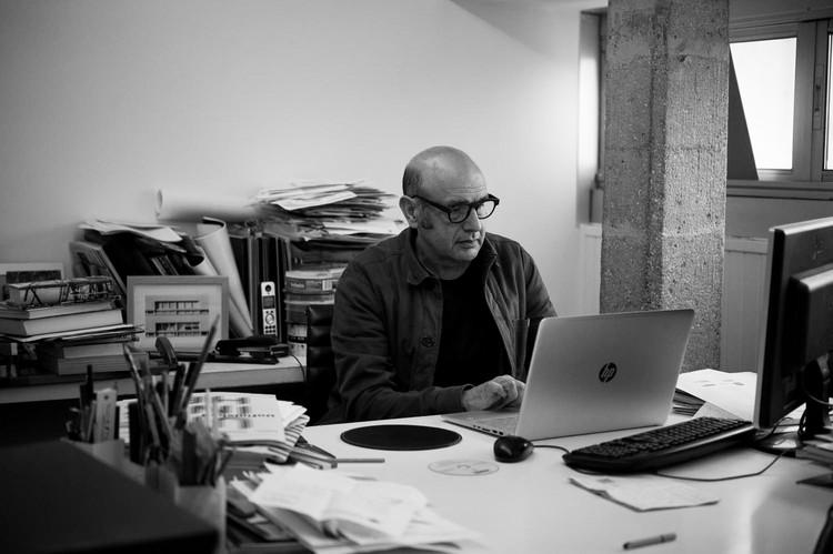 Carlos Quintáns: 'Hay demasiados magníficos arquitectos que lo están pasando fatal', © Diego Gómez