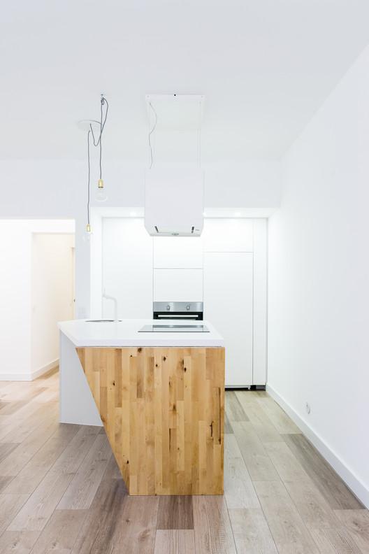 Apartamento em Campo de Ourique / Commerzn | Linha de Terra Architecture, © emontenegro / architectural photography