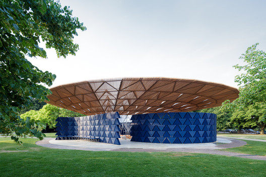 Serpentine Pavilion 2017, designed by Francis Kéré. Serpentine Gallery, London (23 June – 8 October 2017) © Kéré Architecture. Image © Iwan Baan