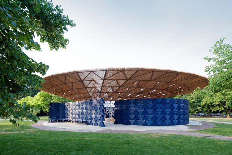 Serpentine Pavilion de Diébédo Francis Kéré é inaugurado em Londres, Serpentine Pavilion 2017, projetado por Francis Kéré. Serpentine Gallery, Londres (23 de junho - 8 de outubro de 2017) © Kéré Architecture. Image © Iwan Baan