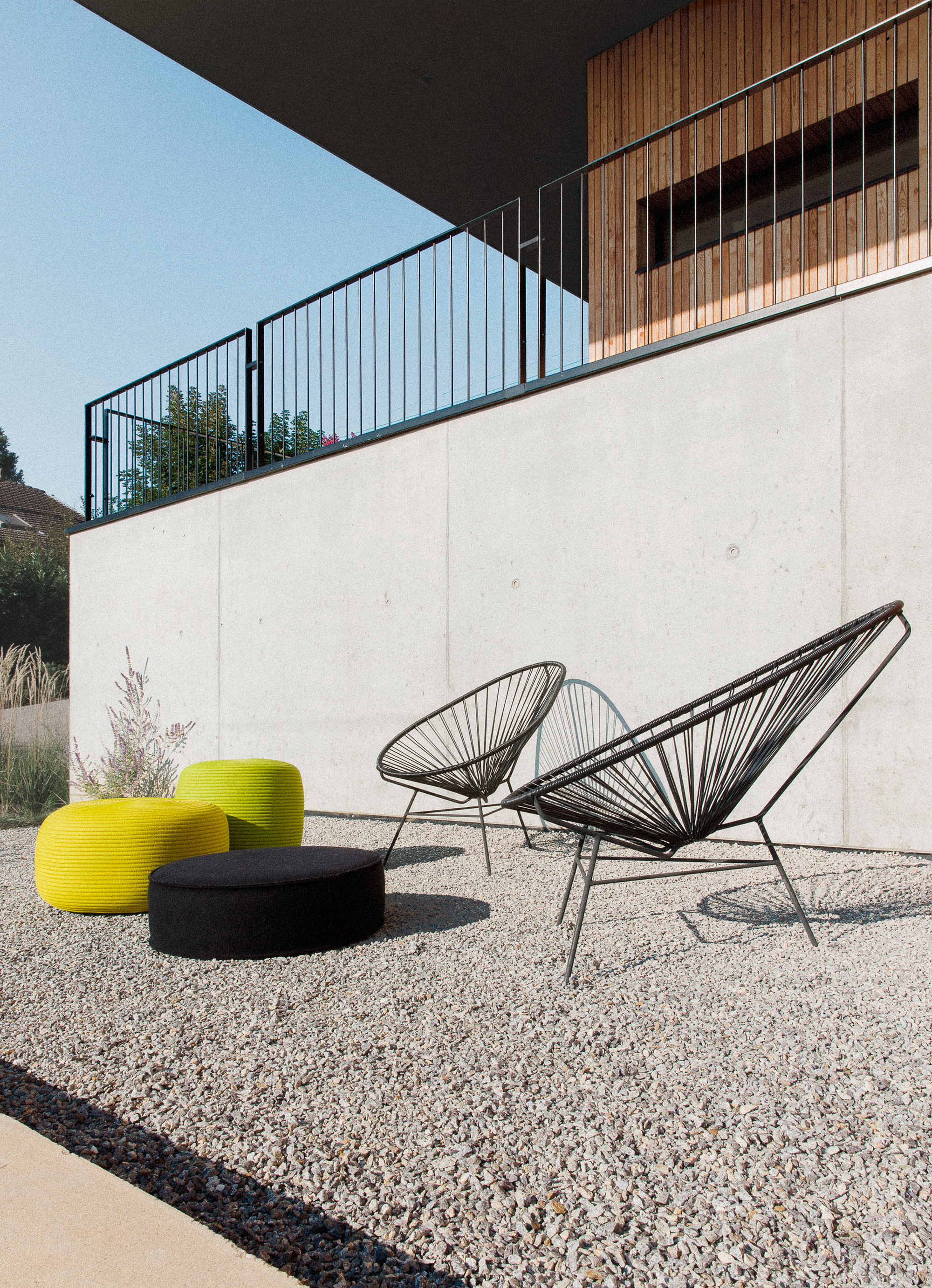 gallery of la maison etir e barres coquet 6. Black Bedroom Furniture Sets. Home Design Ideas