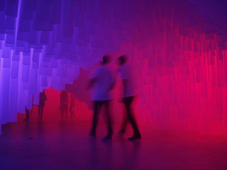 Estudiantes intervienen Málaga con una cueva de tela para celebrar la Noche en Blanco, Cortesía de G+K archstudio