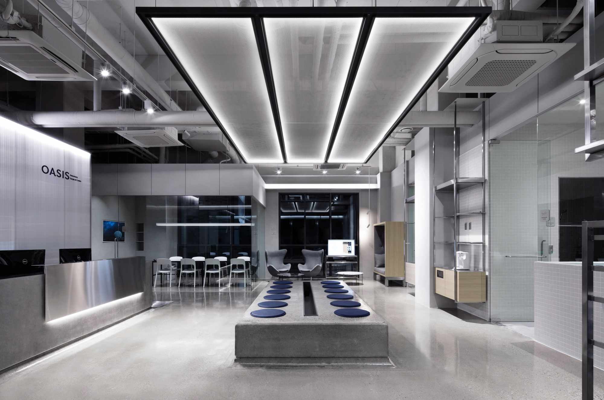 Gallery of oasis veterinary betwin space design 7 for Hae yong interior designs