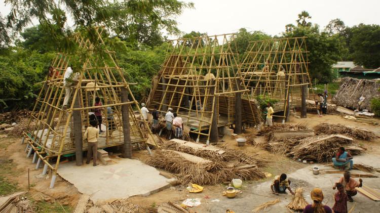 Arquitetos mexicanos constroem habitação e centro comunitário resistentes a inundações na Índia, Cortesia de Programa VACA
