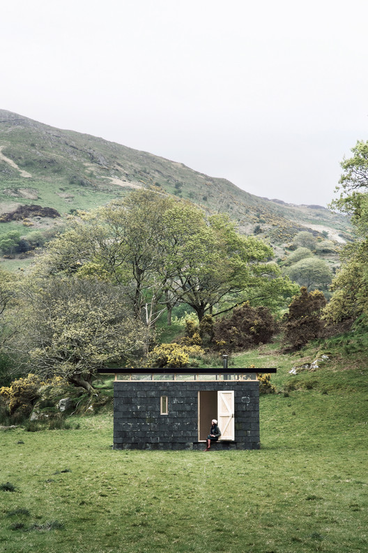 Slate Cabin / TRIAS , © Jonathon Donnelly