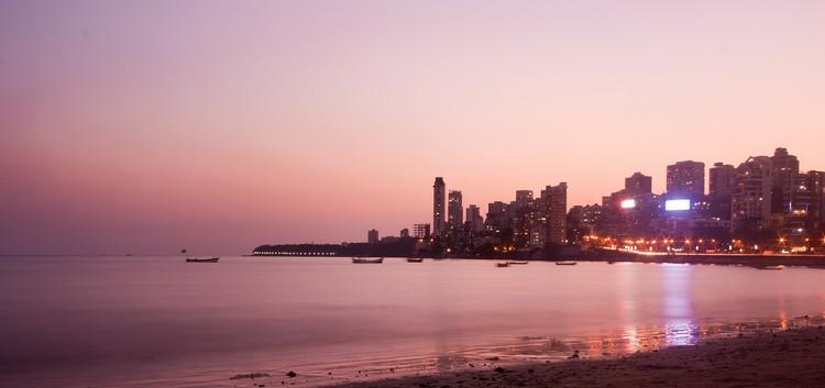 Estaria o plano da Índia de construir 100 cidades inteligentes fadado ao fracasso?, Skyline de Mumbai. Imagem <a href='https://pixabay.com/en/mumbai-bombay-cityscape-skyline-390543/'>via Pixabay</a> usuário PDPics (domínio público)